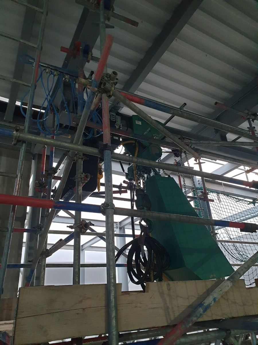 Hire 7500 kg Swl air hoist with trolley